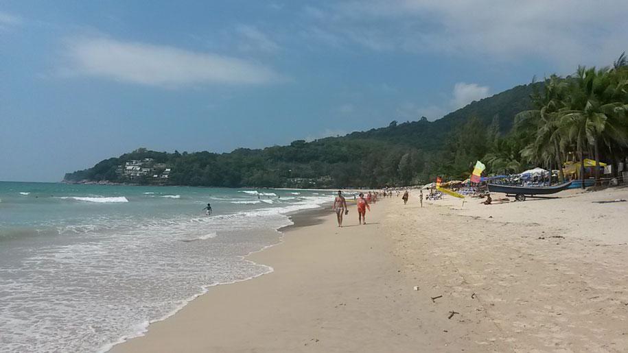Центральная часть пляжа Камала, остров Пхукет, Таиланд