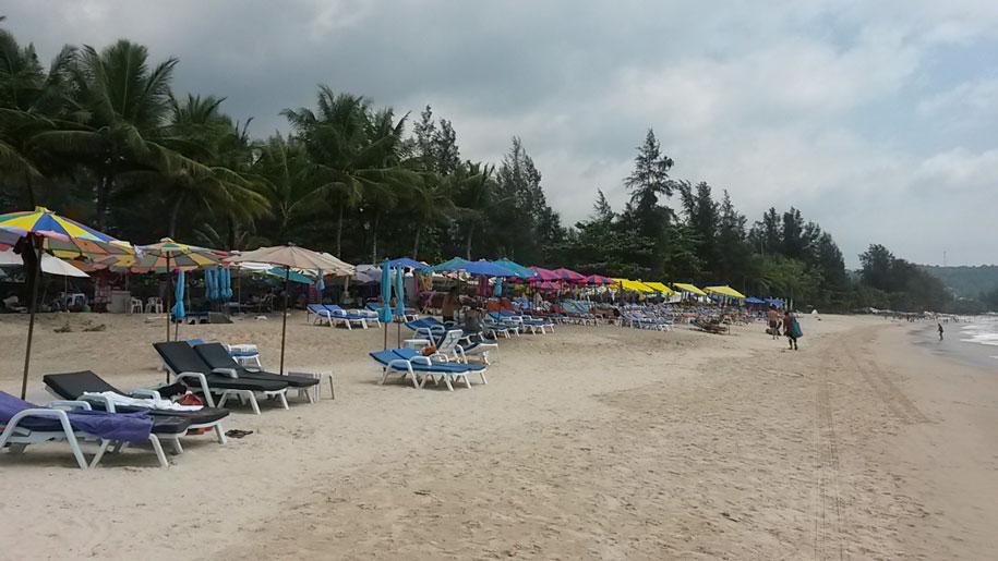 Центральная часть пляжа Камала