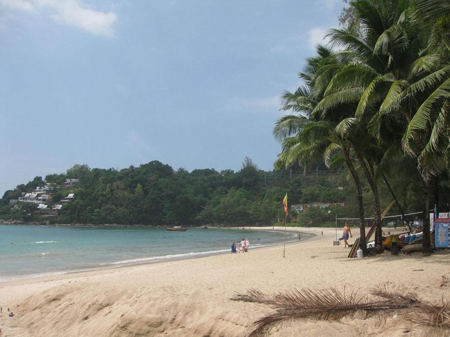 Северная сторона пляжа Камала