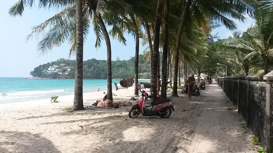 Набережная, пляж Камала