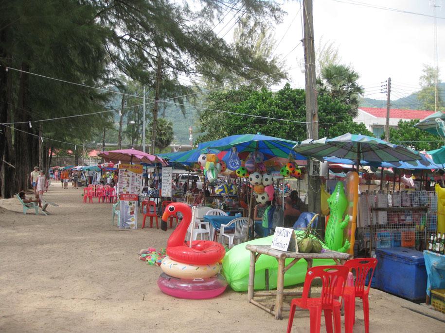 Торговые точки возле пляжа Камала, Пхукет