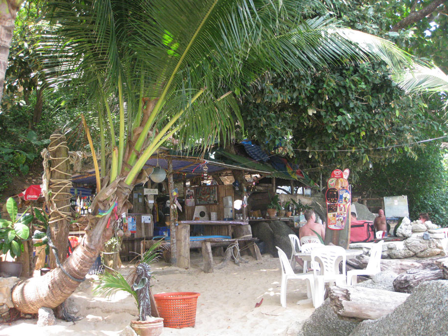 Кафе Он зе рокс, пляж Ката Ной