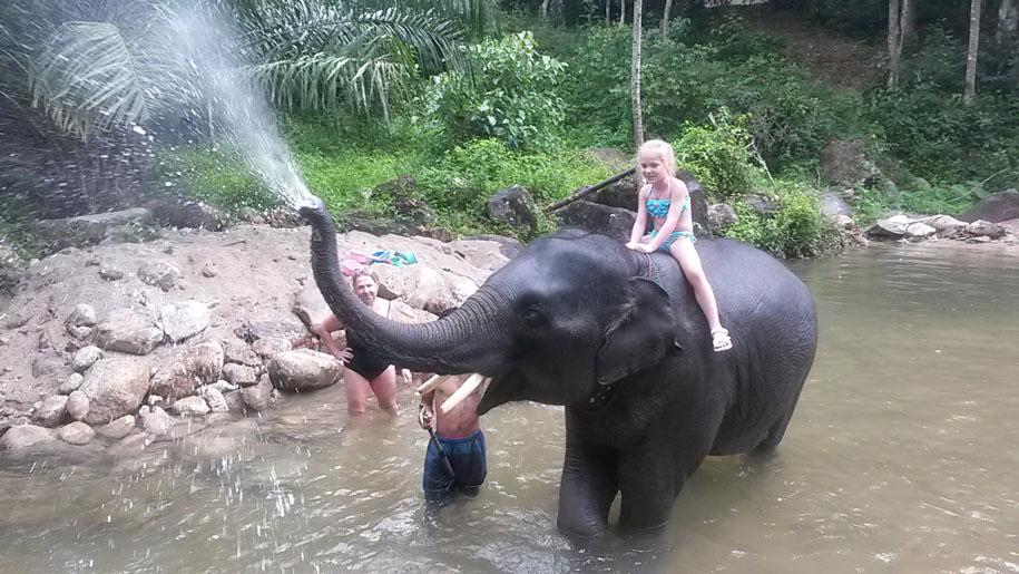 Купание со слоненком, Пхукет