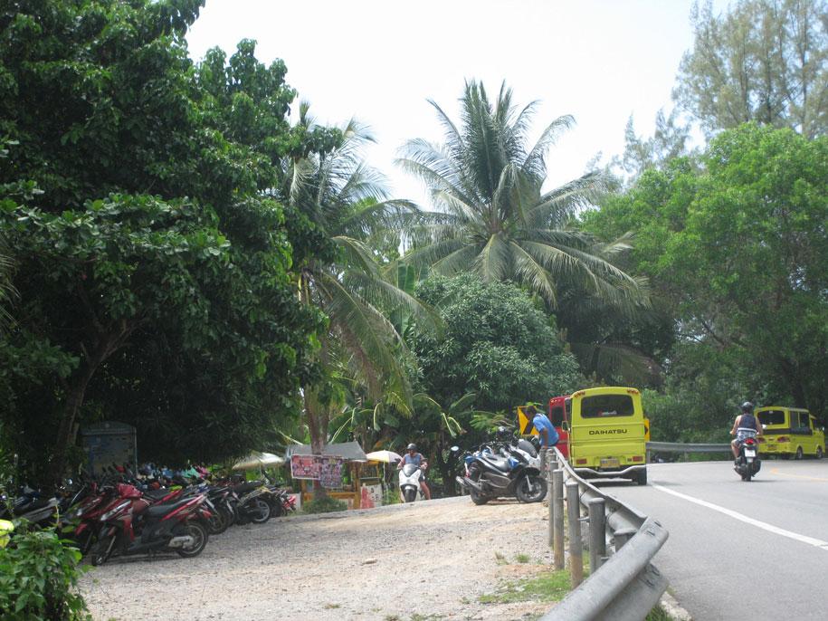 Парковка вблизи пляжа Лаем Синг