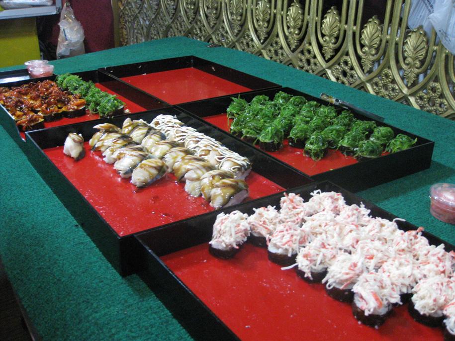 Роллы на ночном рынке Карон, Пхукет