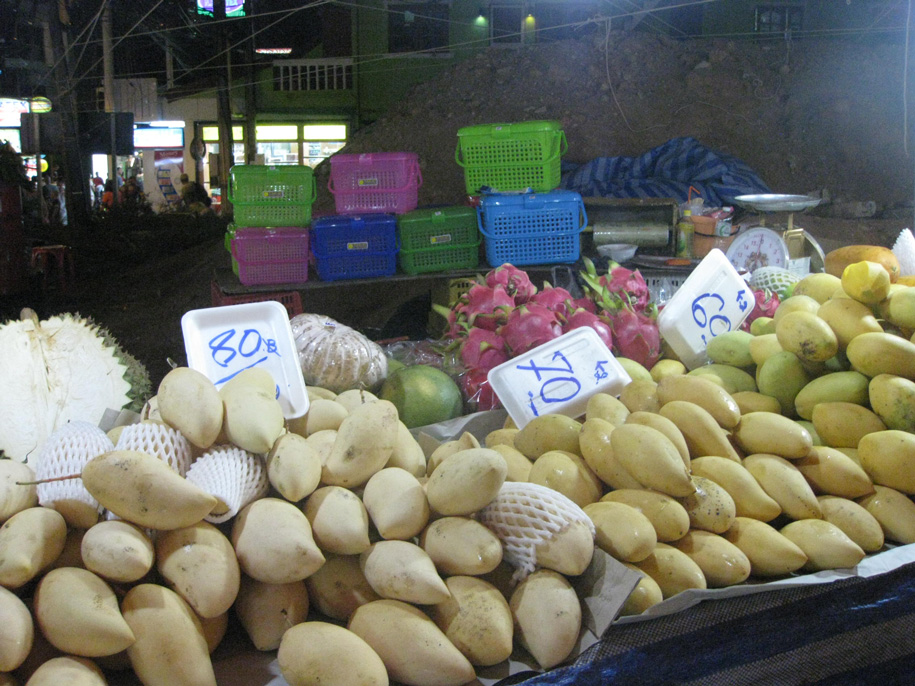 Night Market Karon, Пхукет, фрукты