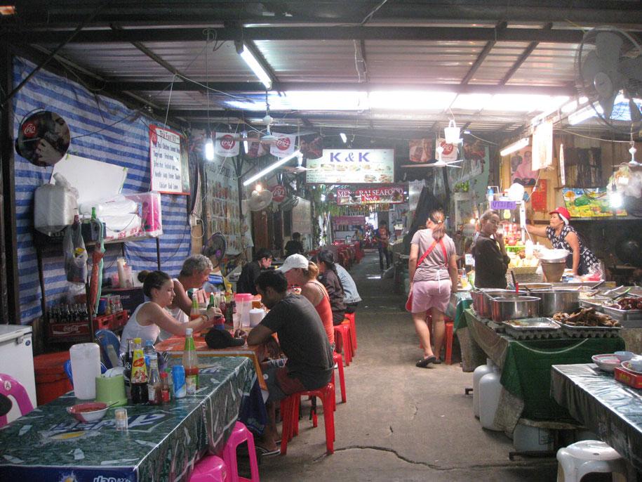 Тайская еда на Бангла Роуд, Патонг, Таиланд