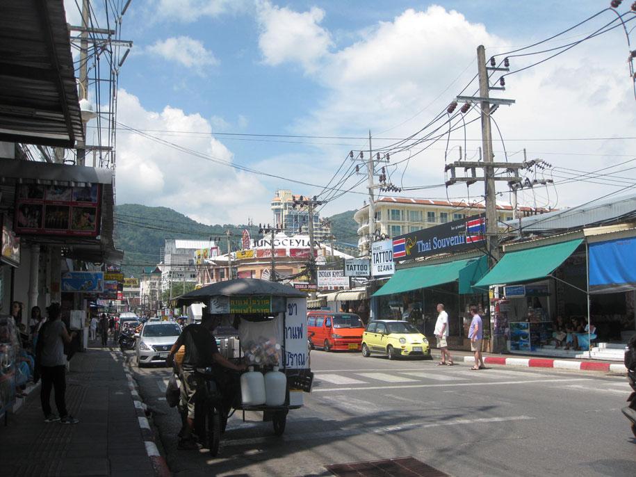 Улица Thanon Ratuthit Songroipi Rd, Патонг, Пхукет