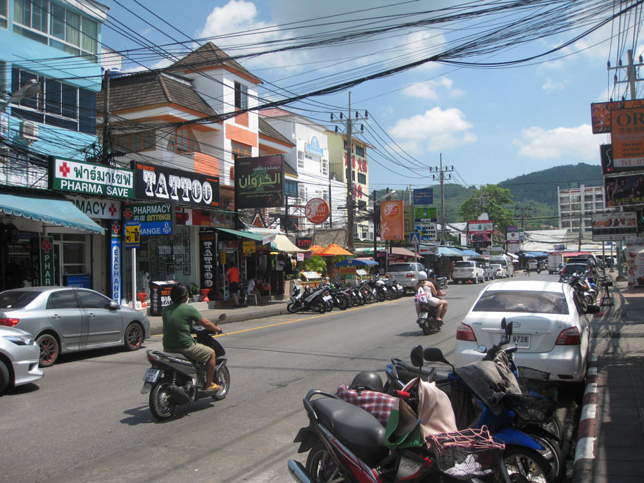 Улица Thanon Ratuthit Songroipi Rd, Патонг