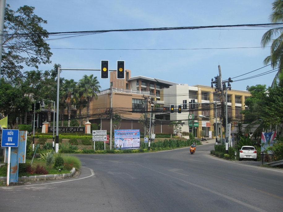 Отель Rawai Palm Beach Resort, пешком на мыс Промтеп