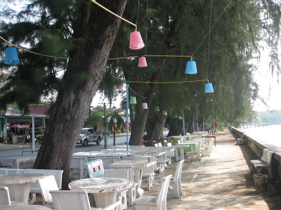 Кафе у пляжа Равай