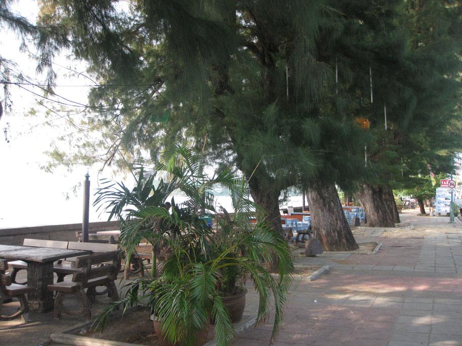 Кафе вдоль пляжа Равай, Пхукет