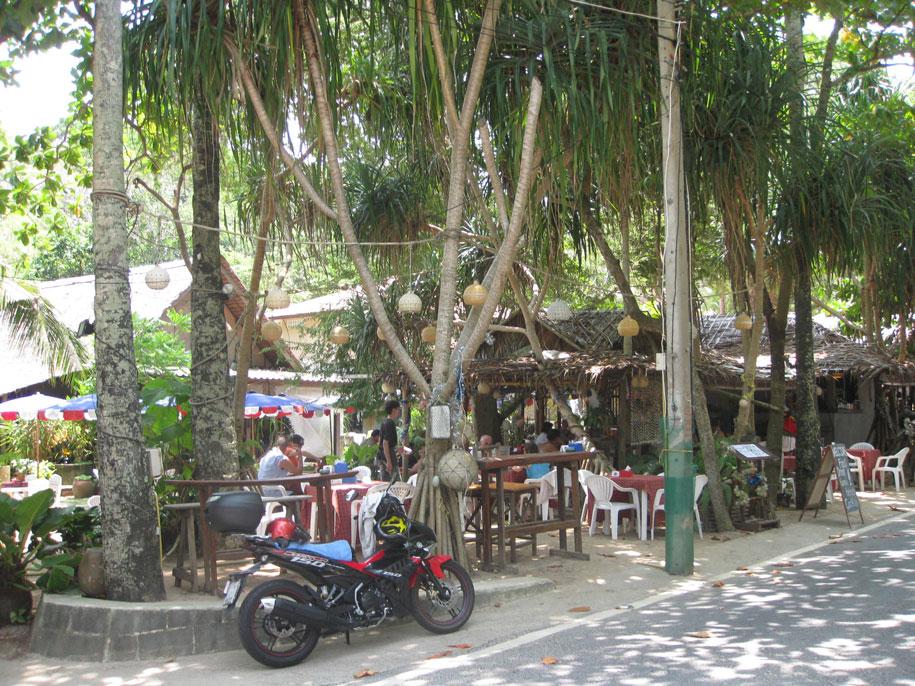 Атмосферное место для отдыха - кафе пляжа Януй