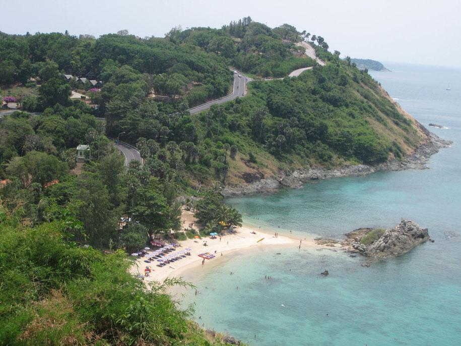 Вид на пляж Януй и окрестности