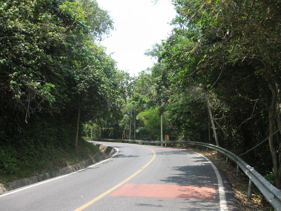 Дорога от пляжа Януй к Yanui view point