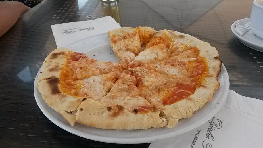Пицца в снек-баре отеля Джерба Плаза, Тунис