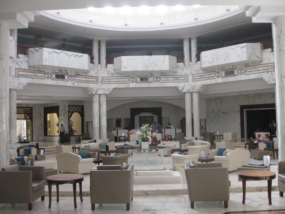 Холл отеля Джерба Плаза, Тунис