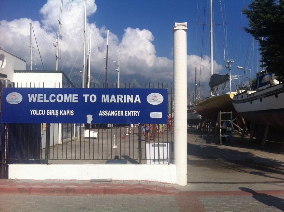 Въезд в марину