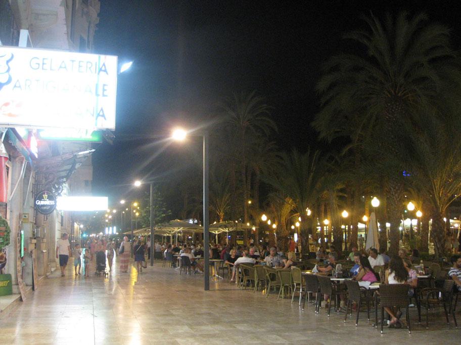 Кафе на бульваре Эспланаде, Аликанте