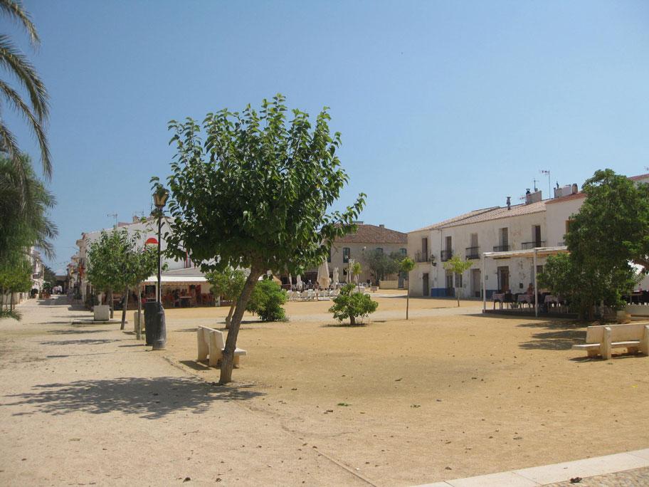 Центральная площадь острова Табарка, Испания