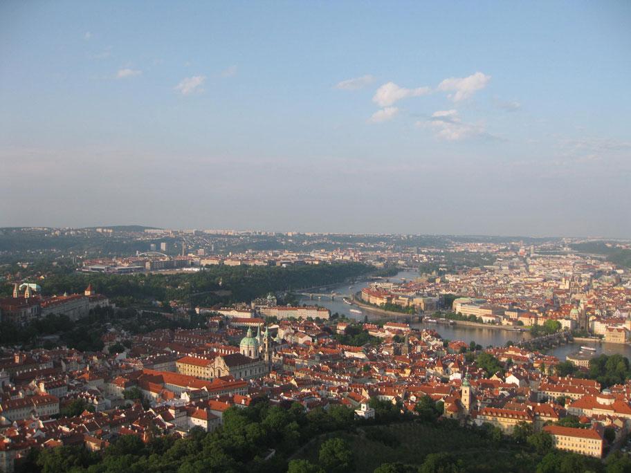 Достопримечательности Праги - вид со смотровой площадки Петршинской башни