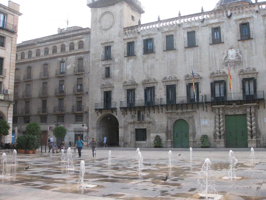 Площадь Ратуши и городская Ратуша, Аликанте