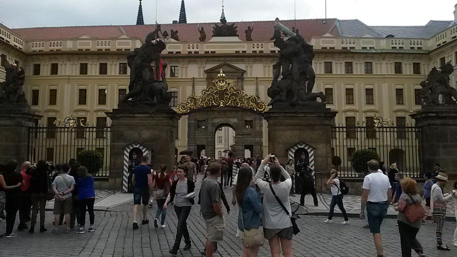 центральные ворота Пражского Града, почетный караул