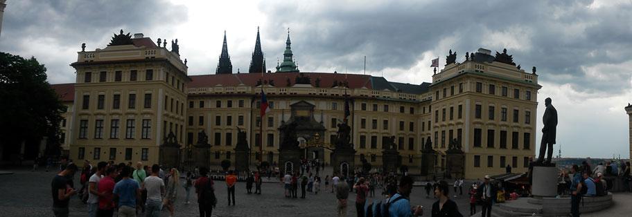 Градчанская площадь возле Пражского Града