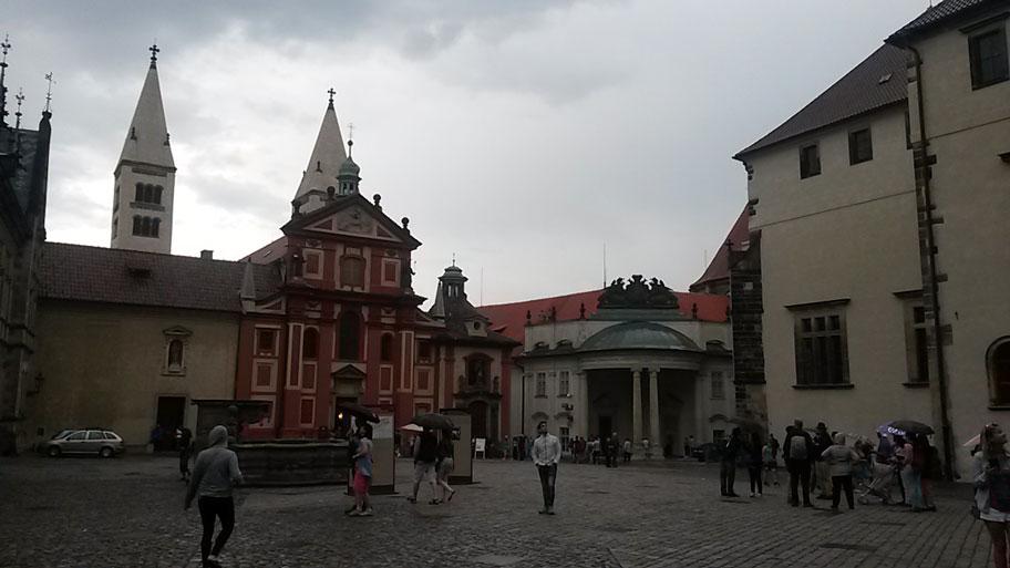 Йиржская площадь и Базилика Святого Георгия, Пражский Град