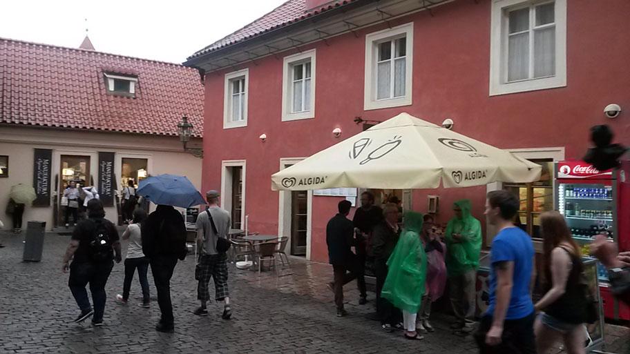 кафе и сувенирные лавки в Пражском Граде